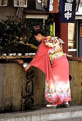 kimono2.jpg (116380 bytes)