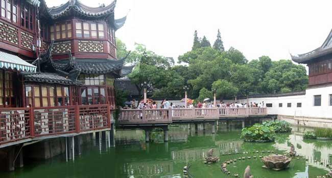 teahouse_shanghai3.jpg (117459 bytes)